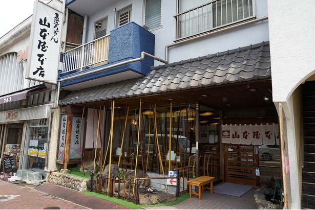 名古屋駅から少し足を伸ばしたところ、太閤通沿いにある大門本店
