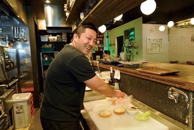 「若い人たちにウナギを気軽に食べてもらいたい」と店長の松下和広さん/カメレオンキッチン