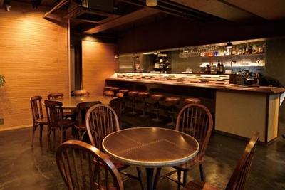 落ち着き度満点の店内/CROSS Burger&Beer/Coffee