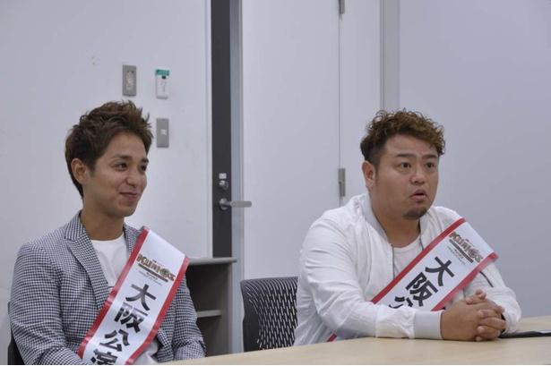 ジャアバーボンズは沖縄出身で、現在は高知県に住む5人組のミュージシャン。ボーカルのYASU(左)とTAKANO(右)が高知県でPRを行う