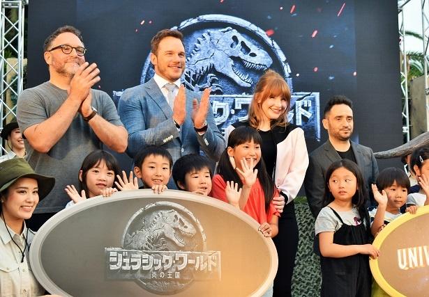 映画『ジュラシック・ワールド/炎の王国』のイベントが大阪のユニバーサル・スタジオ・ジャパンで行われた