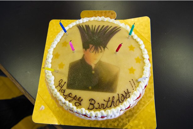 特製バースデーケーキに伊藤健太郎は大喜び!