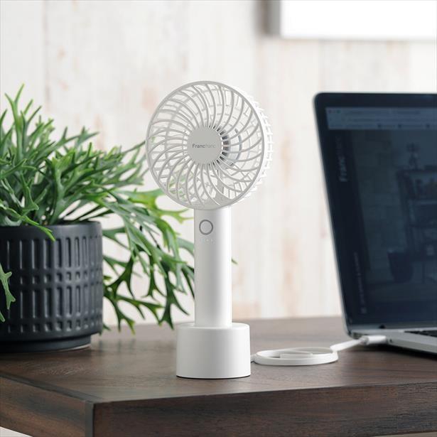 暑い季節に欠かせないミニ扇風機が第一位!