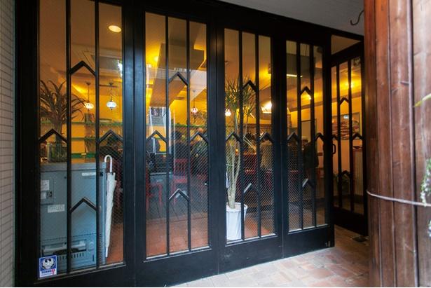 雄三通りにて、地下に店を構えている店舗