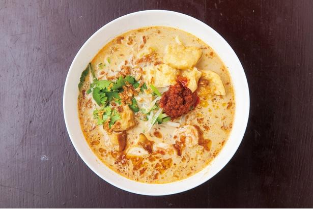 マレーシアのマラッカで親しまれているニョニャラクサに無農薬米糀を合わせた「発幸ラクサ」(1,100円)。残ったスープにライスを加える追い飯(200円)もおすすめ