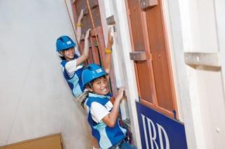 ビルを登るスリリングな体験!人を助けるやりがいも感じられる/キッザニア甲子園