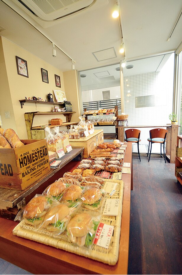 「Bakery mon」。一番パンがそろう時間は12:00