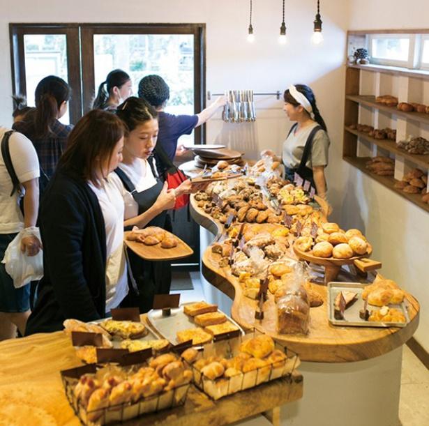 「マツパン」。昼は込み合うことが多い。比較的空いているのは朝〜11:00ごろだ