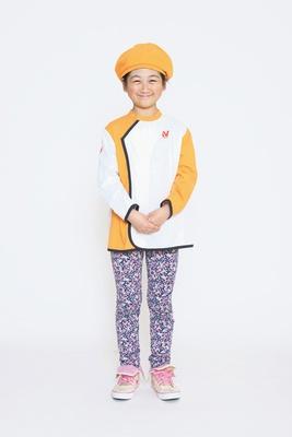 オレンジと白の明るい作業服で楽しくクッキング/キッザニア甲子園