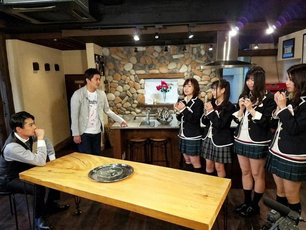 SKE48メンバーが「おむすび」がテーマの企画を平成ノブシコブシにプレゼン