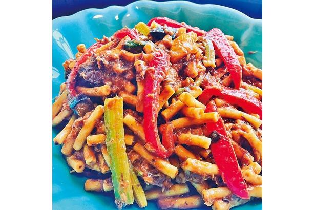 甘味のあるパプリカなどとカレー味がよく合う、彩り野菜のカレーペンネ&マカロニ
