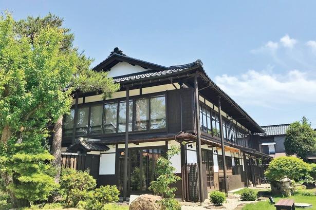 建物は1897(明治30)年に建築。かつて料亭花月楼が営業し、現在は国の有形文化財に登録