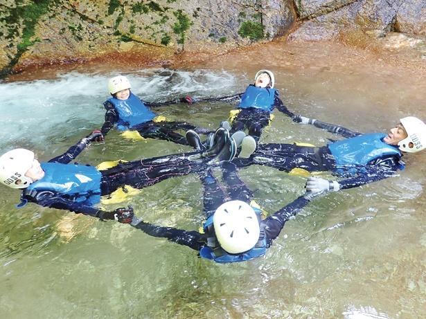 自然が作り上げた不思議な水流で、グルグル体験