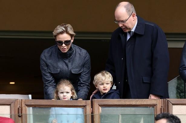 一挙手一投足に注目が集まるアルベール2世大公ご家族