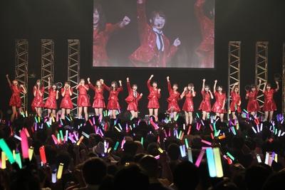 いきなりの新曲披露に会場のボルテージはマックス!!