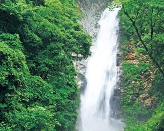 日本の滝100選にも選ばれる名瀑/原不動滝