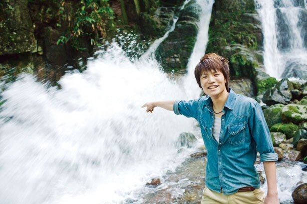三室の滝は一度滝壺に落ちた水が2m以上跳ね上がる全国的にも珍しい滝/三室渓谷