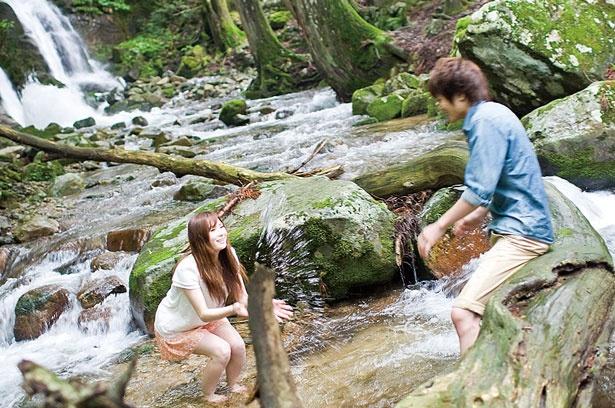 三室の滝の滝壺から少し下流は川幅も広がり、流れも少し穏やかに/三室渓谷