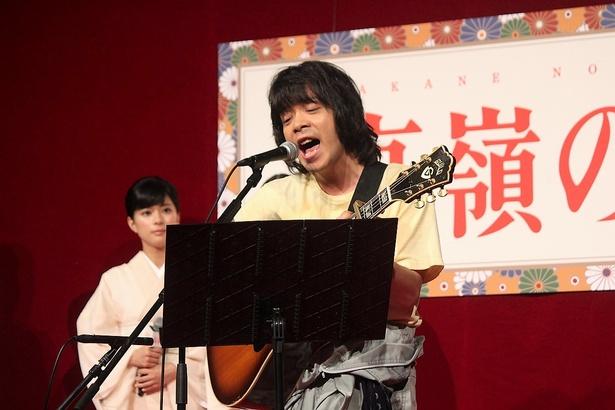 徐々に熱を帯びていく峯田和伸の歌唱