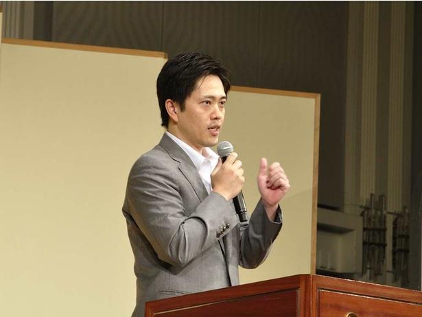 「みんなで大阪を盛り上げていきましょう」と呼びかける、大阪市の吉村洋文市長