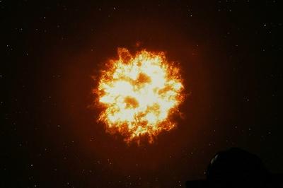宇宙の始まりとされるビッグバン。ここから壮大なストーリーはスタートする