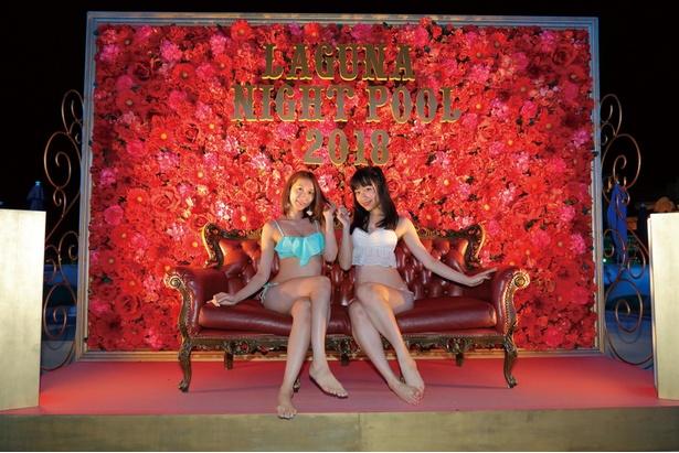 SNS映え必至!バラの壁にゴージャスなソファーが置かれ、ラグジュアリーな1枚を撮影できるスポットも!!