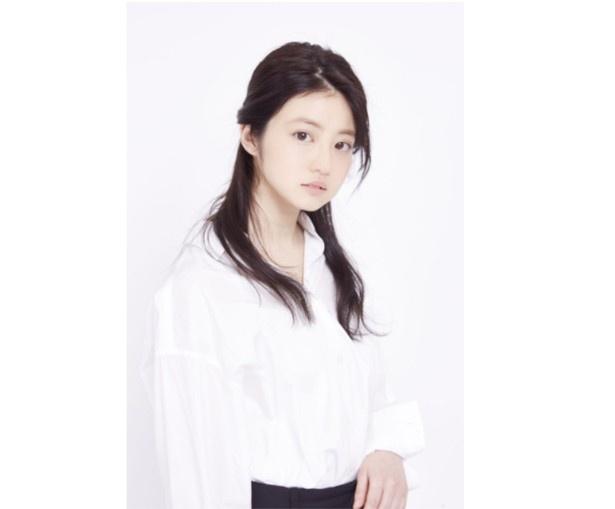 今田美桜が美しい笑顔のショットを披露した