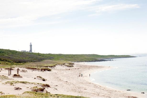 エメラルドグリーンの海が広がる「角島大浜海水浴場」。透明度は全国でも指折り
