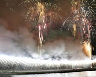 圧巻の大ナイアガラを見るなら!「あつぎ鮎まつり大花火大会」ビュースポット3選