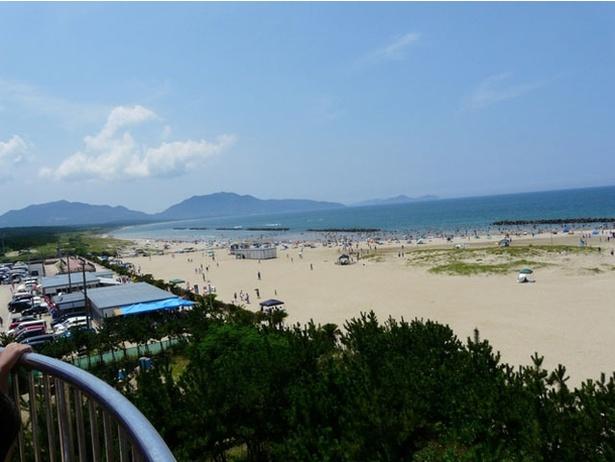芦屋海水浴場 / 見渡す限りの広大な砂浜が印象的