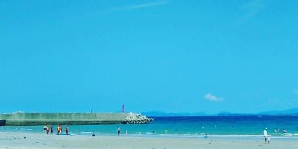 志賀島海水浴場 / 水平線の向こうには福岡ドームや福岡タワーを見渡す
