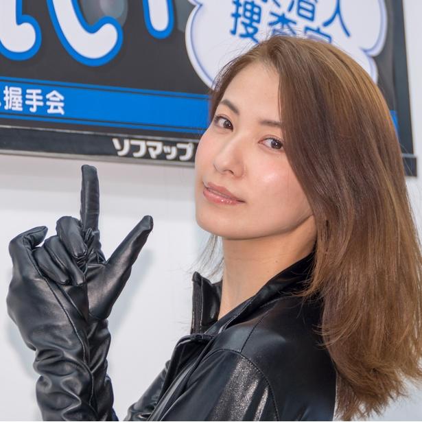 DVD「監禁潜入捜査官」発売イベントに出席した戸田れい
