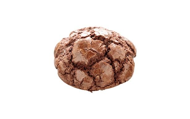 「小麦工房 Panaché 三苫店」の「海中岩メロン」(162円) 海の中道の岩をイメージしたチョコメロンパン。ココア味の皮のザクザクとした食感がたまらない!