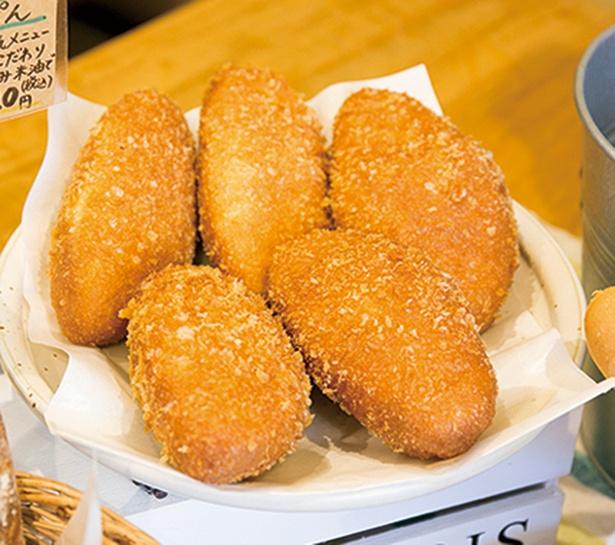 「るぱん」の「カレーパン」(180円)は佐世保「蜂の家」のカレーを使ったマイルドな味で子供にもOK。米油でカラリと揚げる。