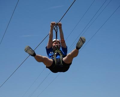 ワイヤーロープで空中滑走!(画像はイメージ)