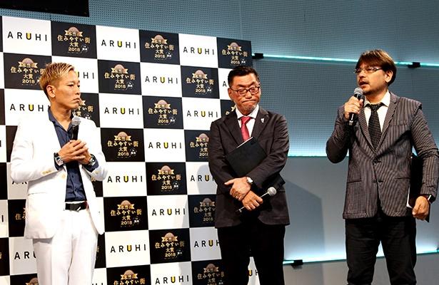 地元・尼崎の大賞受賞で、真剣に田中氏のコメントを聞くじゅんいちダビッドソン