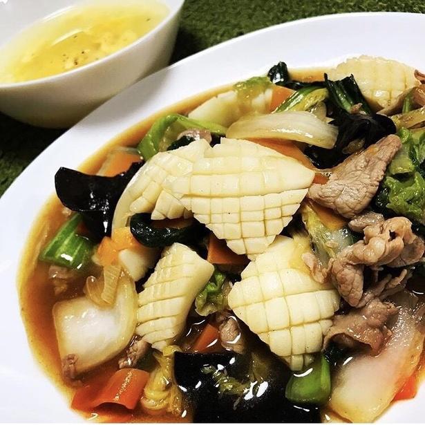 コウイカの八宝菜。日刊スポーツの釣りレポート記事もあり、魚だけでなくイカ釣りも