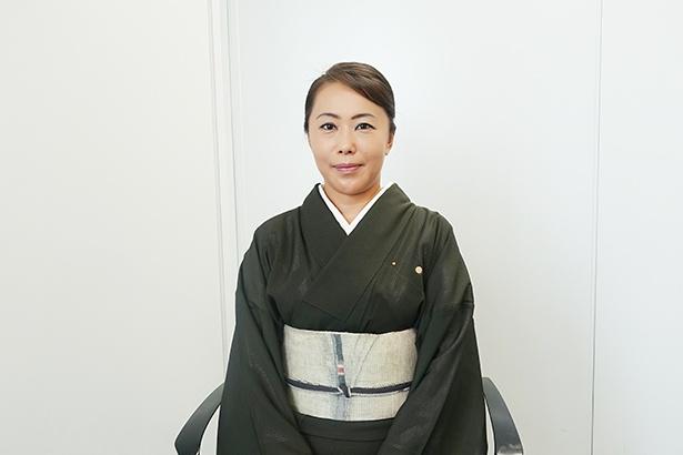 高山市・穂高荘の女将、野尻さん。休みには、大好きなワインやDVD鑑賞などを楽しむ
