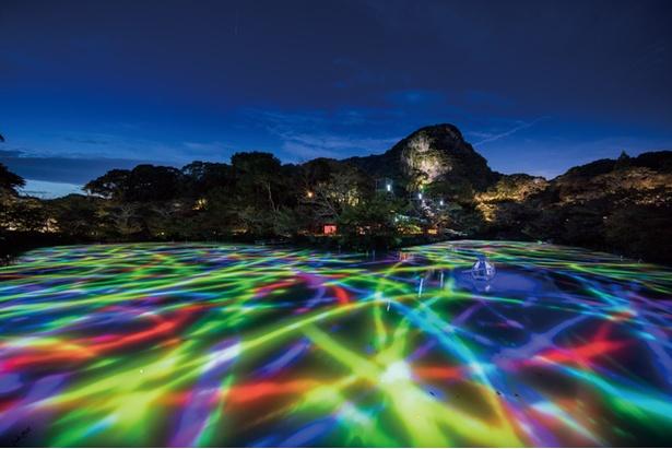 御船山楽園 / 「小舟と共に踊る鯉によって描かれる水面のドローイング」