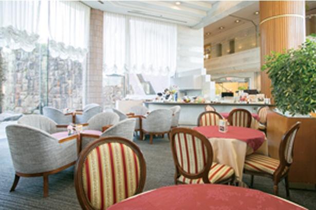武雄センチュリーホテル / レモングラスを使用したドリンクは、1階のカフェテラス 「TIFFANY」で注文できる