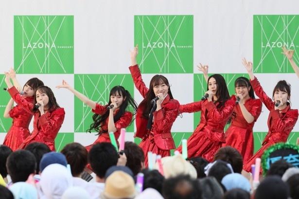 神奈川・ラゾーナ川崎プラザで行われた「いきなりパンチライン」リリースイベントの様子