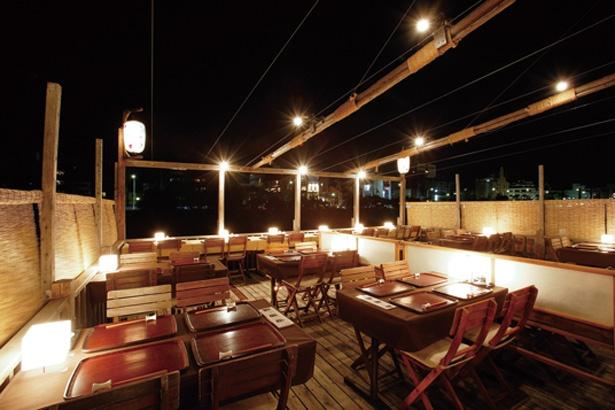川に面した特等席は早めの予約がおすすめ/先斗町 かっぱ寿司