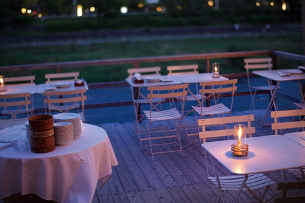 床席での食事は17時30分~19時30分と20時30分~の2部制/アモーレ 木屋町