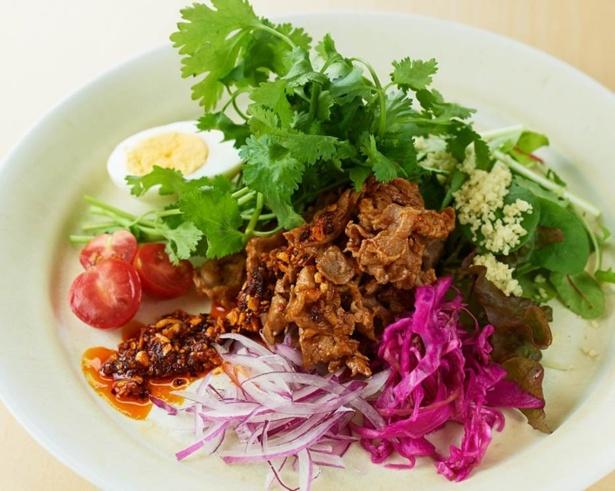 THE MEAT & LABORATORY (ザ ミートアンドラボラトリー)「石垣島アムラー油で食べるラム肉とパクチーのクミン焼き」(1280円)