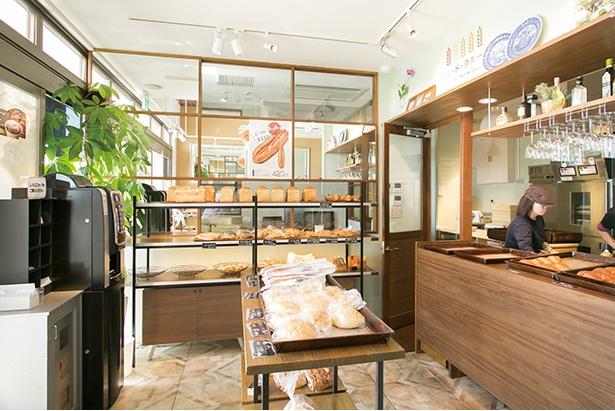「パン・ド・クルール 照葉スパリゾート店」。温泉施設「照葉スパリゾート」内にある。パン店利用のみの立ち寄りもOK。