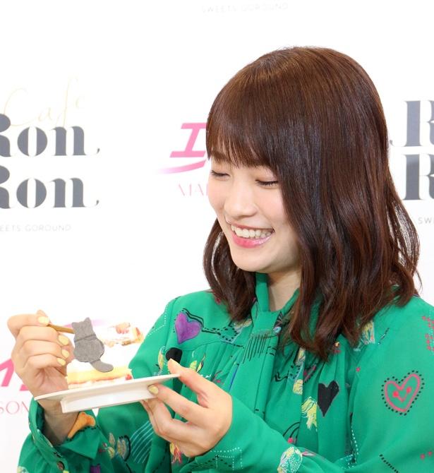 川栄李奈はショートケーキの試食を求められ、顔がにんまり
