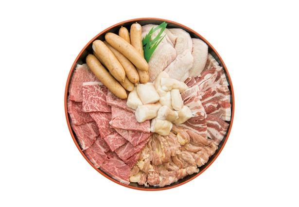 【写真を見る】BBQへ向かう前に高コスパのお肉をゲットせよ!「あんず直売所」の「 BBQセット」(1人1080円)は2、3日前までに予約を