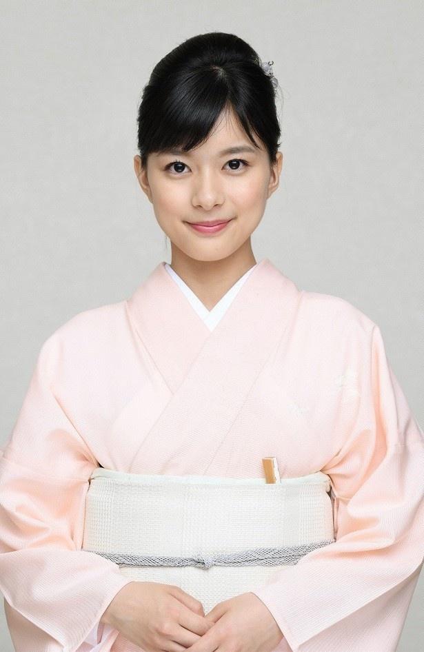 芳根京子は、もも(石原さとみ)の異母妹を演じる。姉の圧倒的な才能を尊敬する