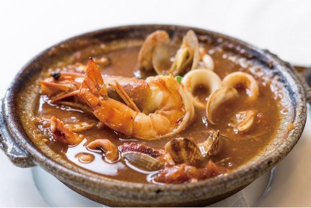 海浜館 / 「トマト鍋」(1580円)。旨味が凝縮した、あと造りの雑炊も付く