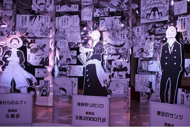 ミラー調壁面で万華鏡のようなきらびやかな演出に彩られた「ONE PIECE カレイドスコープ」
